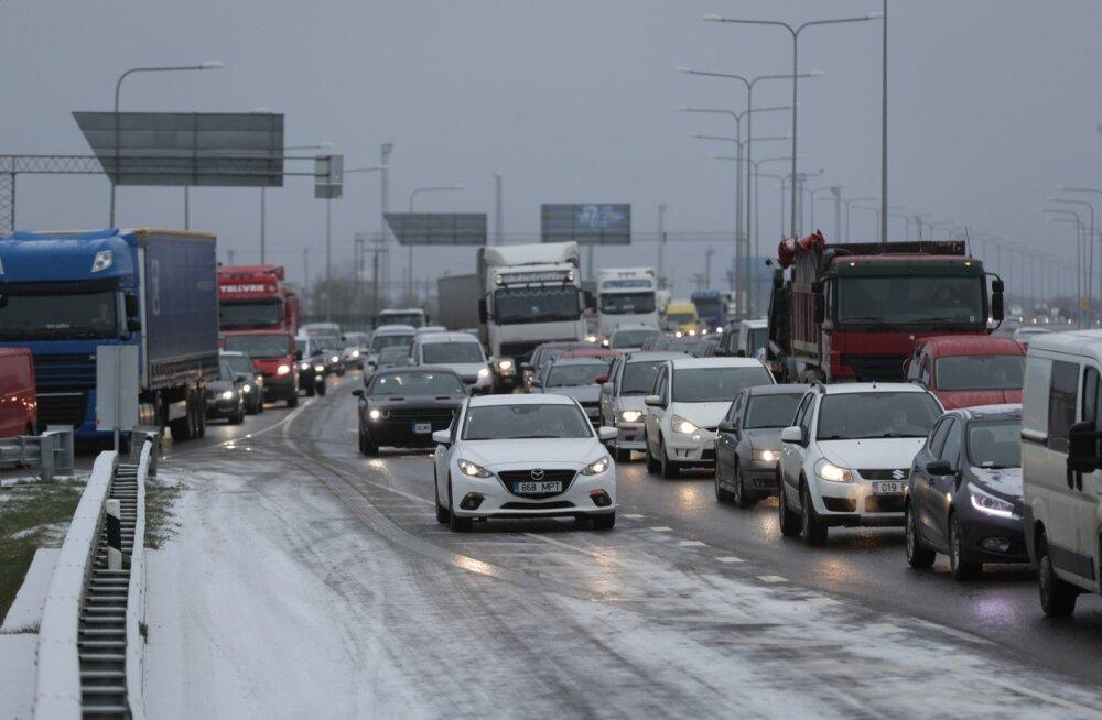 Teeolud ja liikluspiirangud: püsib libedusoht