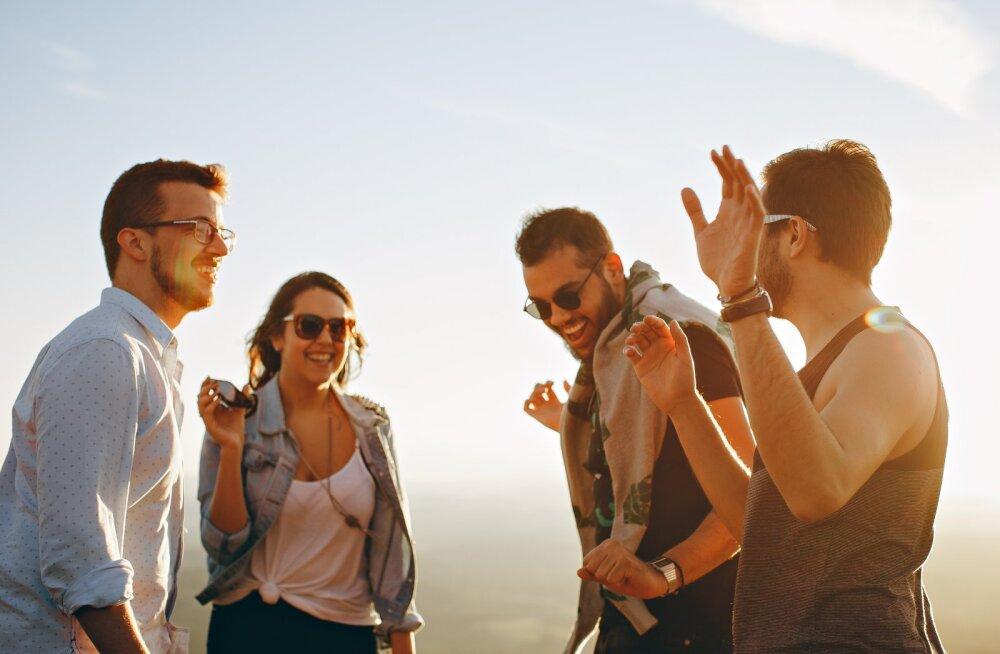 Психологи выяснили, как часто люди забывают друг о друге