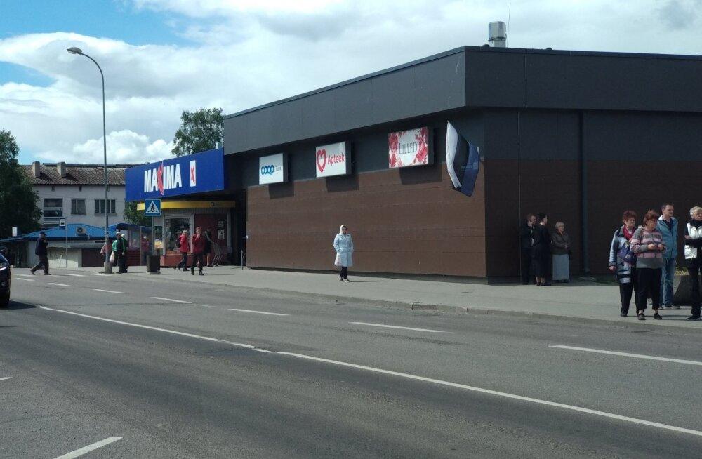 ФОТО читателей Delfi: Maxima и не только — кое-где эстонские флаги вывесили вверх ногами