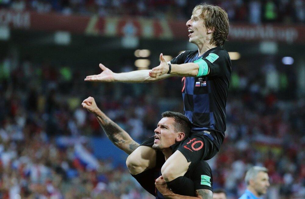 Horvaatia koondise liidrid Luka Modrić ja Dejan Lovren. Mõlemad on omal ajal mänginud Zagrebi Dinamos.