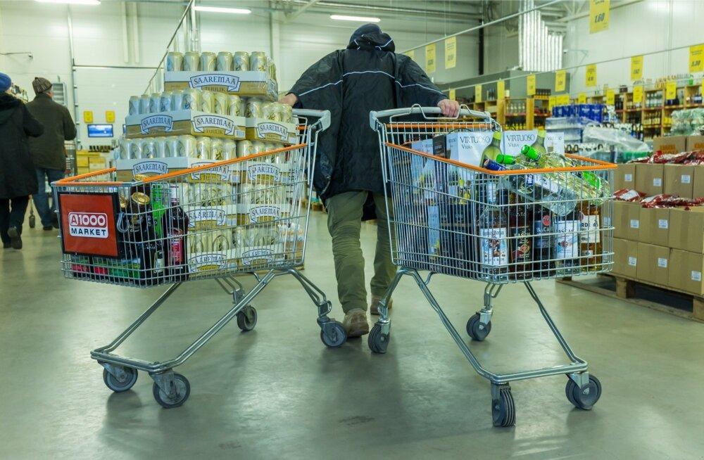 Alkoholikogus, mille üks inimene võib probleemideta teisest EL-i riigist ühe piiriületusega Eestisse tuua, ei mahu ühte ostukärusse ära. Tarvis on kahte kuhjaga täis käru.