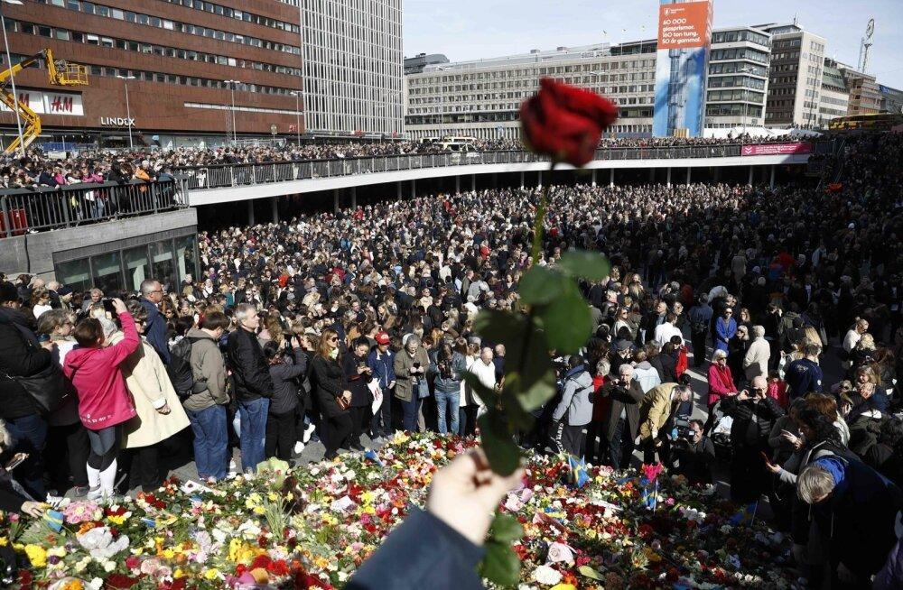 Tuhanded inimesed kogunesid eile Stockholmi südalinna terrorismivastasesse rahuvalvesse.