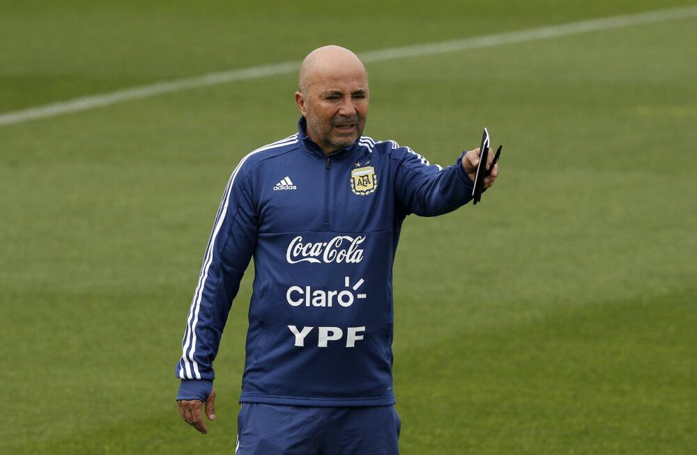 Argentina koondist raputas enne MM-i ahistamisskandaal: kas peatreener üritas tõesti kokka vägistada?