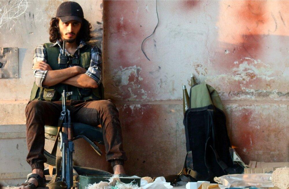 Süüria mässuline, kes hõivas koos teiste valitsusvastastega laupäeval Aleppo lõunaosas olulise suurtükibaasi.