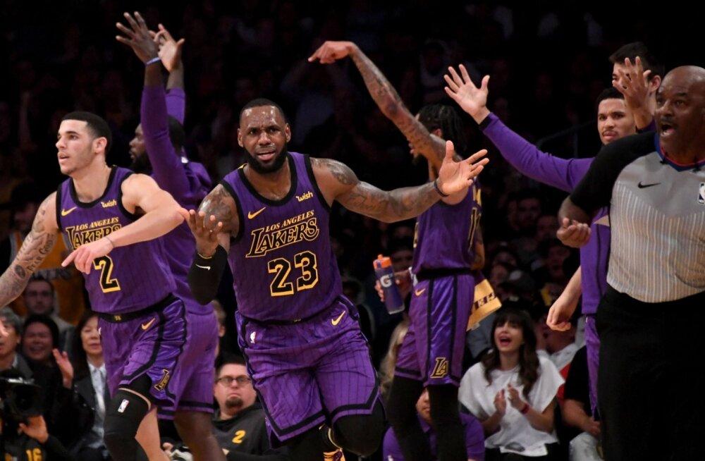 LeBron James laiutab käsi. Mis toimub?