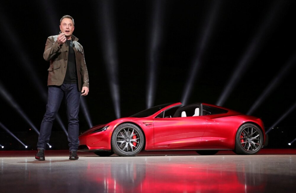 Tesla esitles Californias Hawthorne`is kaht uut mudelit - veokit nimega Semi ja roadsterit nimega Roadster.