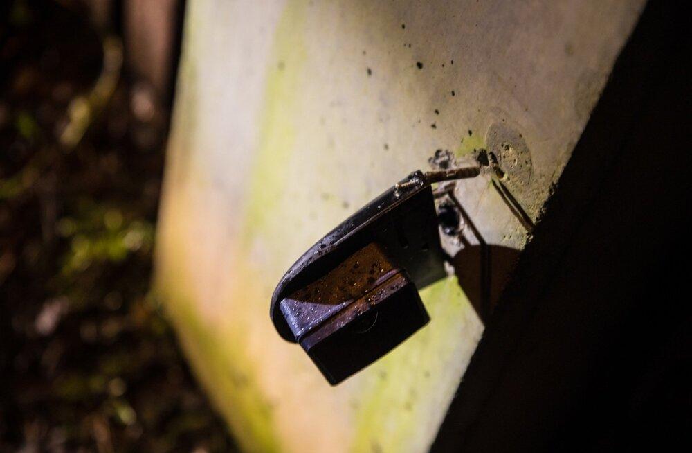 Metsa tänaval lõhutud automaatvärava andurid