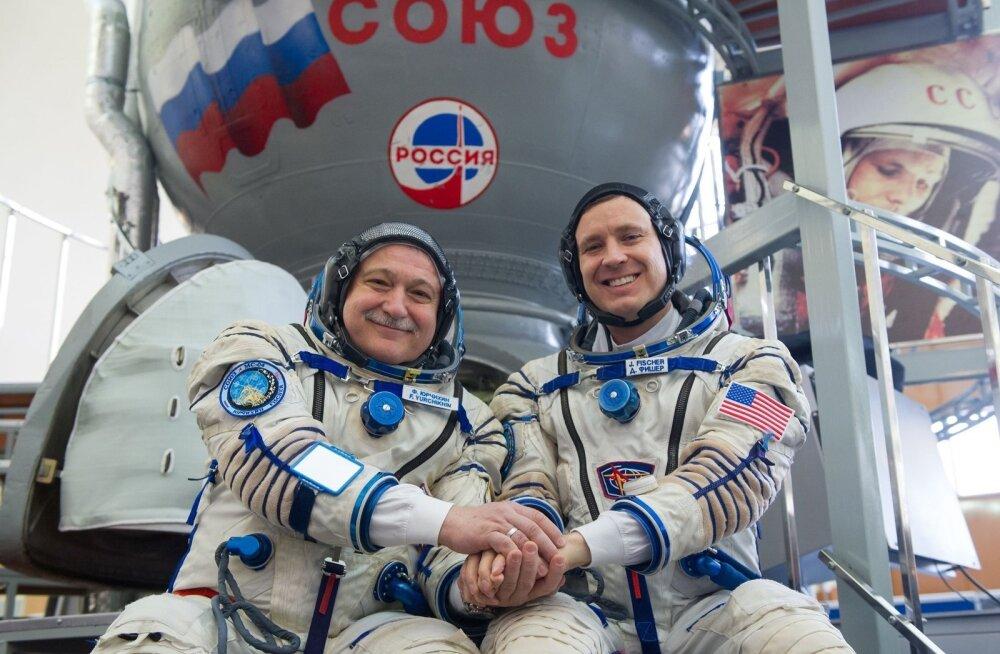 Teoreetiliselt võiks Putini vastukäik olla kosmosekoostöö lõpetamine, ent seegi on väheusutav. Pildil hoiavad teineteisel käest kinni USA astronaut Jack David Fischer (paremal) ja Venemaa kosmonaut Fjodor Jurtšikin.