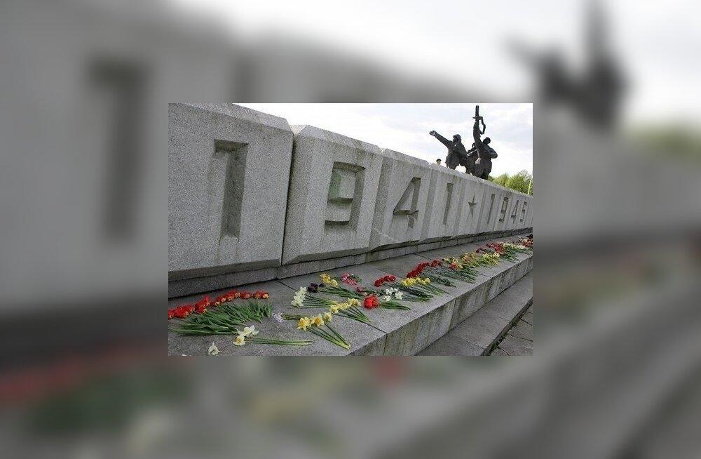 Lätis kogutakse allkirju Nõukogude vabastajate monumendi mahavõtmiseks