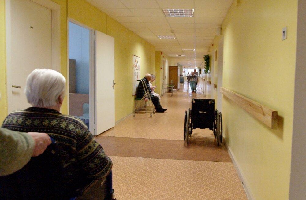 Вице-канцлер: не всем нужно место в доме попечения, например, в Дании 97% нуждающихся в помощи пожилых справляются дома