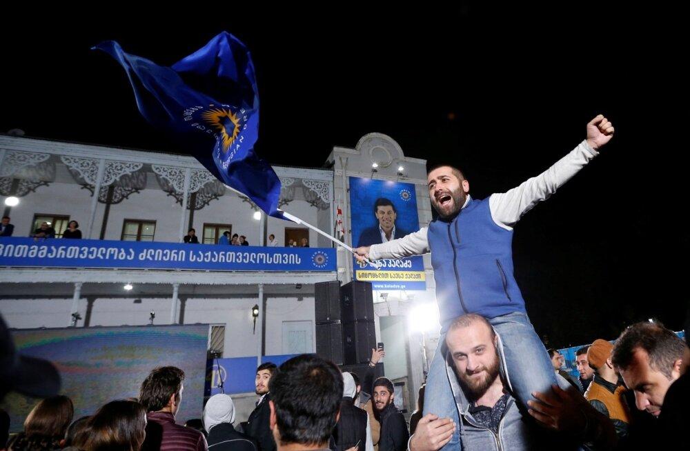 Erakonna Gruusia Unistus toetajad tähistasid möödunud nädalavahetusel Thbilisis oma liikme võitu: pealinna hakkab juhtima endine jalgpallur Kahha Kaladze.
