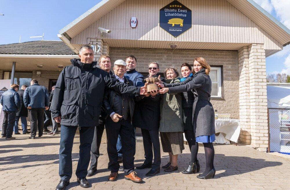 Ühistu Eesti Lihatööstus kuulub kaheksale tegusale seakasvatajale, vasakult – Toivo Teng, Kalmer Märtson, Aare Kalson, Indrek Klammer, Urmas Laht, Eva Kõomägi, Marvi Laht ja Ave Haamer.