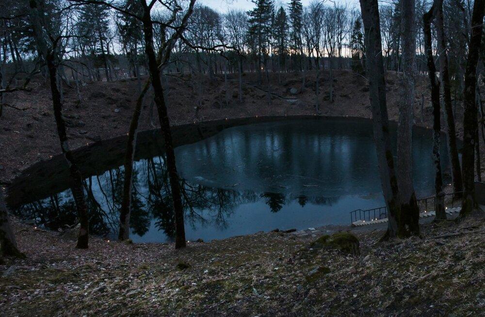 Lennart Meri 88 sünniaastapäeva auks Kaalis Lennu tuli