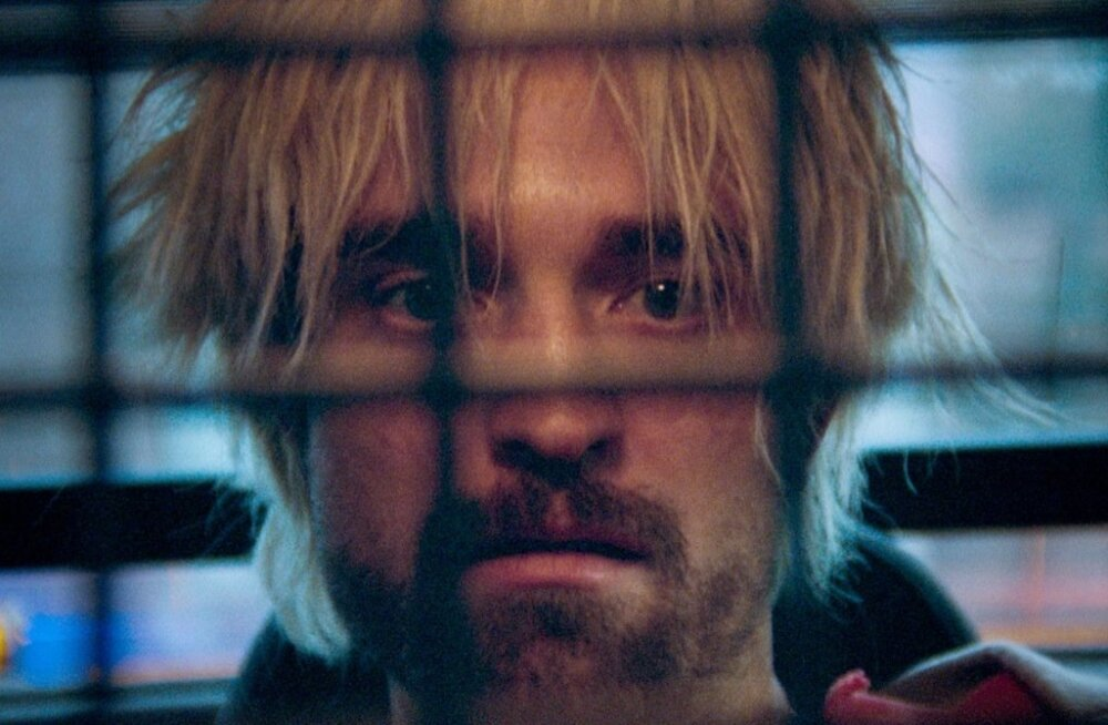 Robert Pattinson üha sügavamale elusohu vajuva Connie rollis