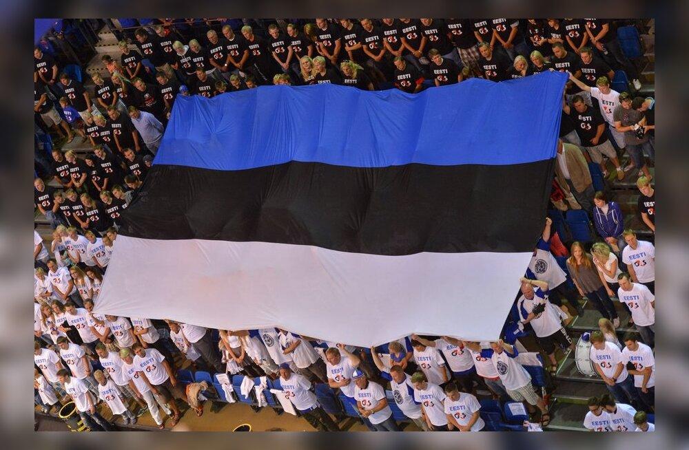 Eesti lipp korvpallimängul Saku Suurhallis