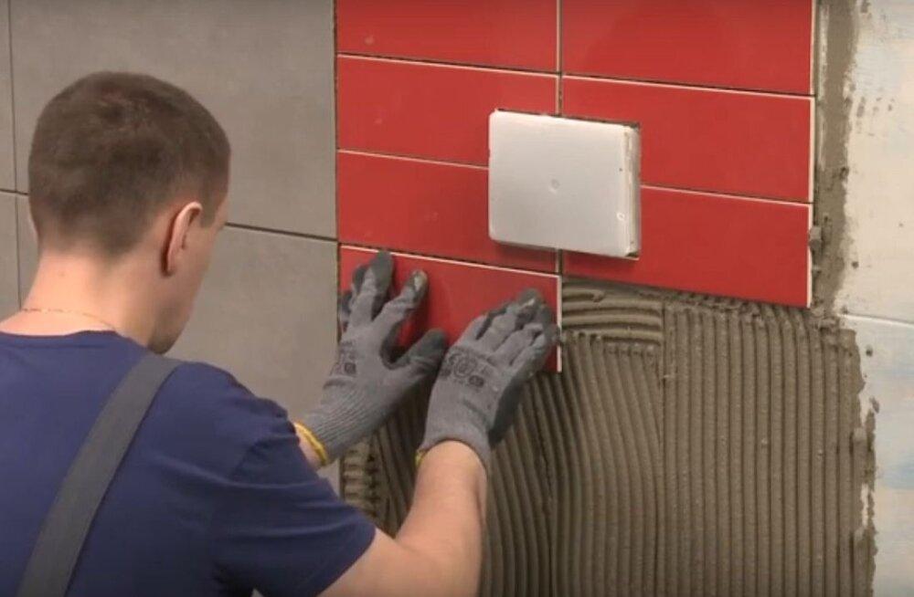 Vaata detailset õpetust videost, kuidas vannitoas vanadele plaatidele saab uued peale panna