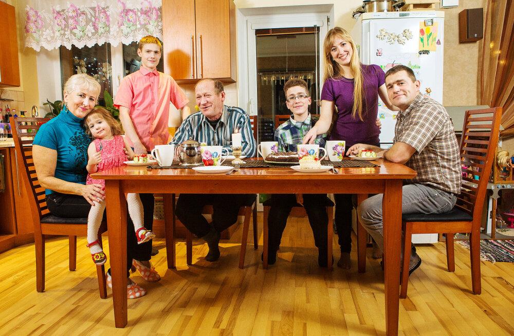 Ämma ja äiaga ühte majja elama: kas kaks kööki ja kaks leibkonda tähendab ka kaks korda keerulisemaid suhteid?