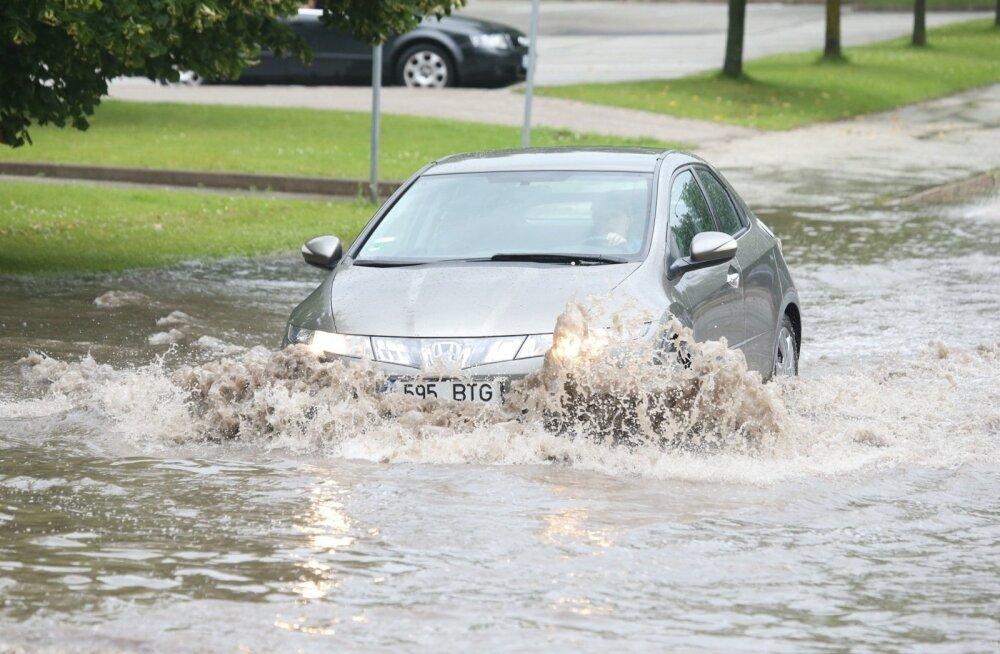 ФОТО И ВИДЕО: Проливные дожди превратили Тарту в эстонскую Венецию