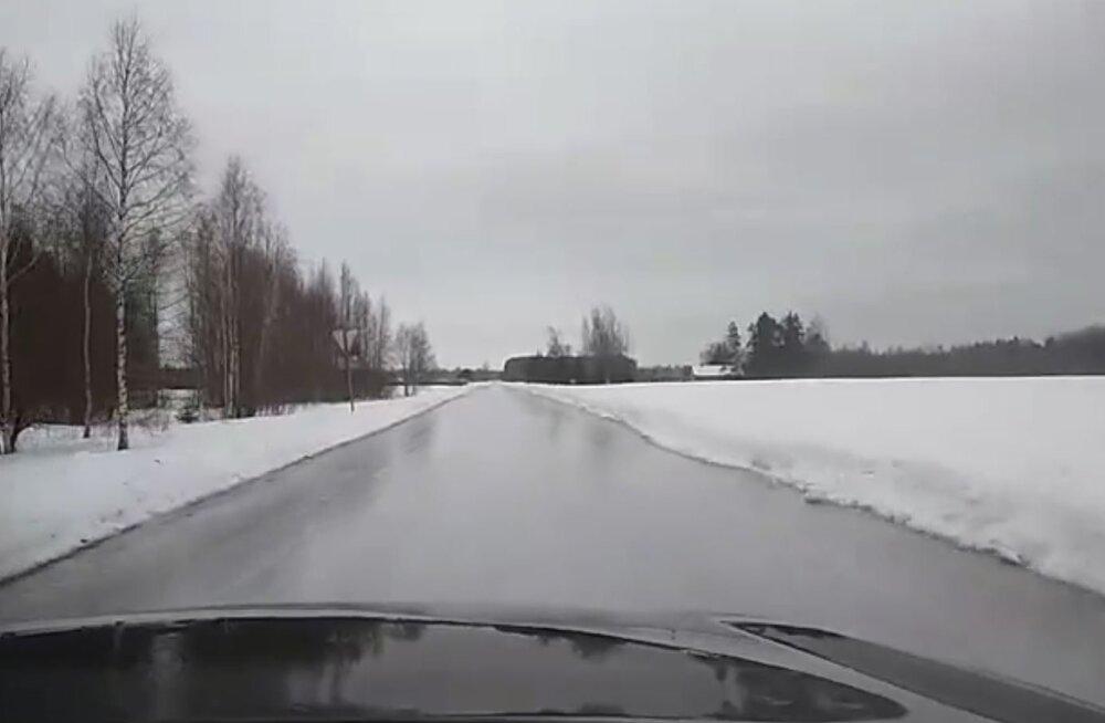 VIDEO   Tee nagu peegel. Jõgevamaa teeolud nõuavad uiskusid