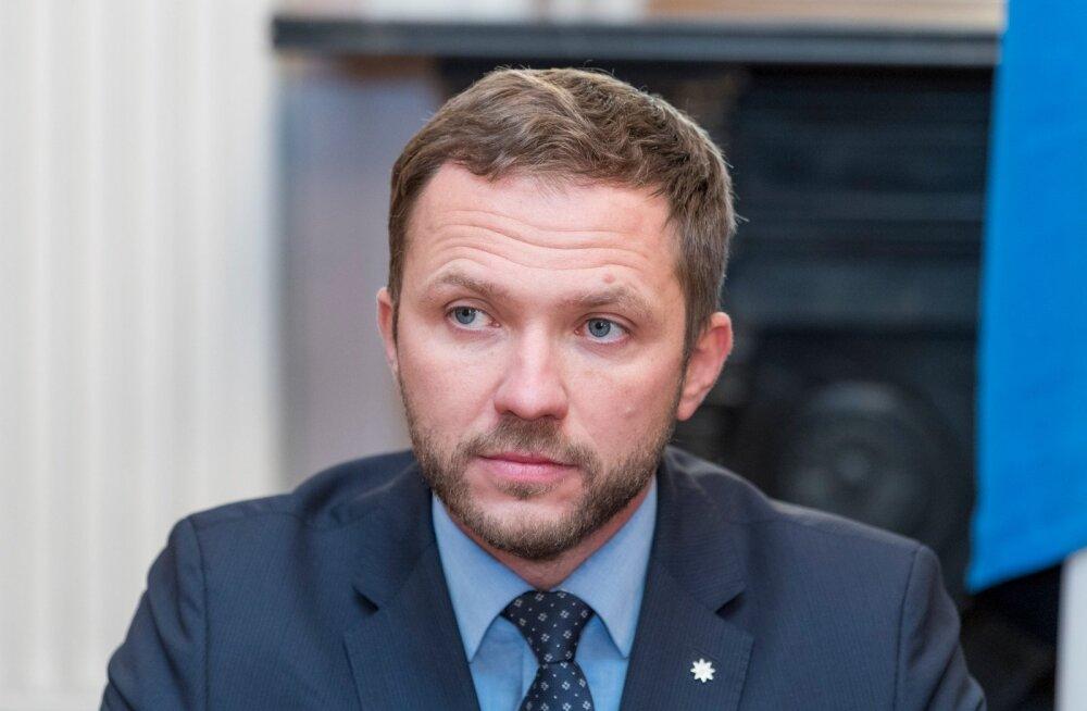 Endine kaitseminister Margus Tsahkna teatas, et enne kui kaitsevaldkond on 10 miljonit eurot tagasi saanud, tema eelarvet ei toeta.