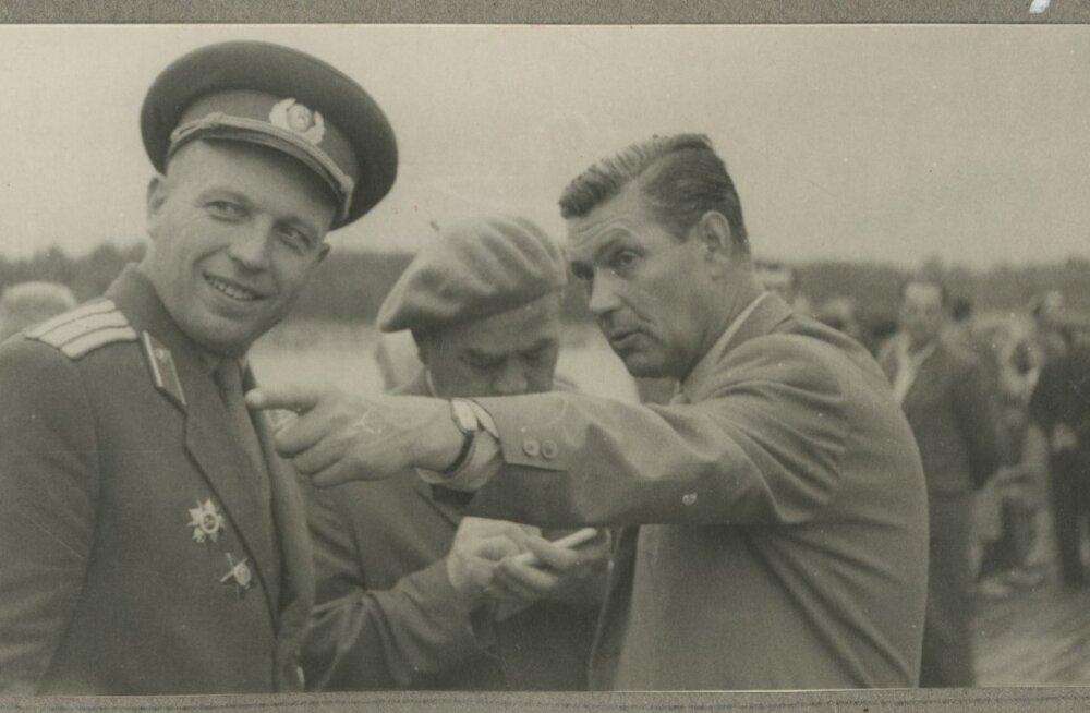Sõjamehed meenutavad möödunud päevi. 1964 Narva