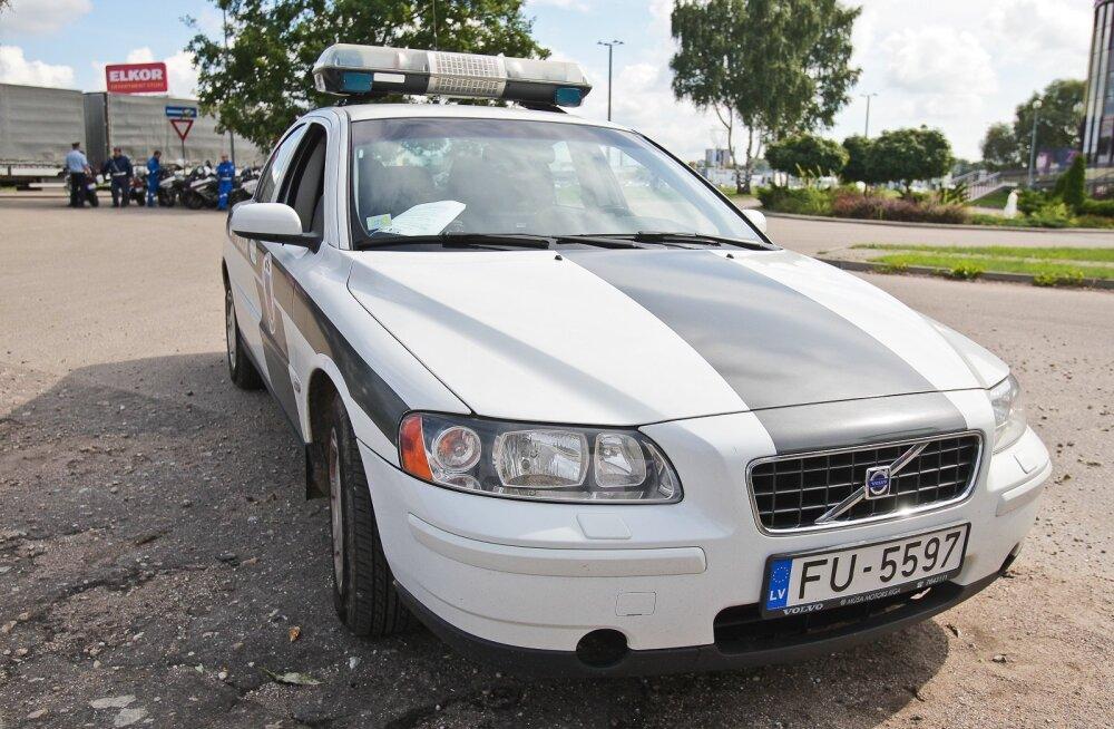 Läti politsei: eestlased rikuvad Lätis liikluses rohkem korda kui Eestis