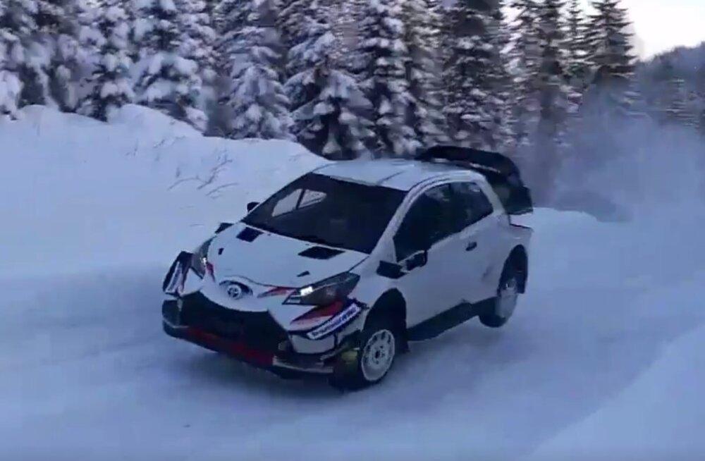 VIDEO | Tänak kihutab Soomes toimuval testisõidul kõrgete lumevallide vahel