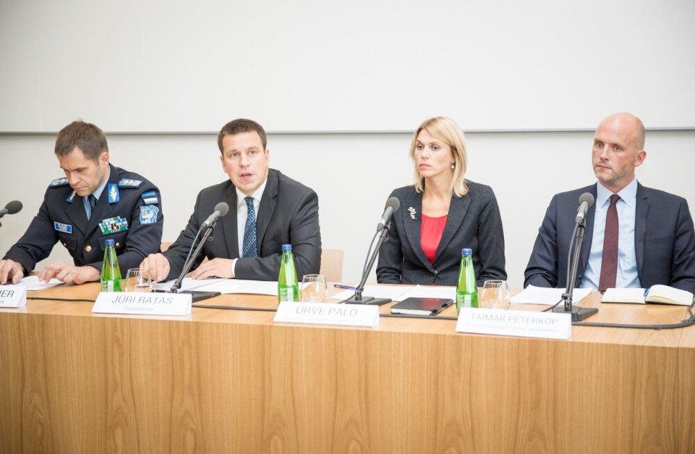 ID-kaardi turvalisuse pressikonverents superministeeriumis. Vasakult teine on peaminister Jüri Ratas.