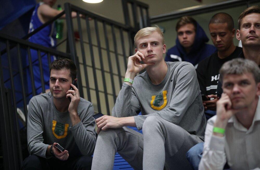Taavi Jurkatamm ja San Francisco ülikooli treener Todd Golden (vasakul) Eesti U-18 koondise mängul