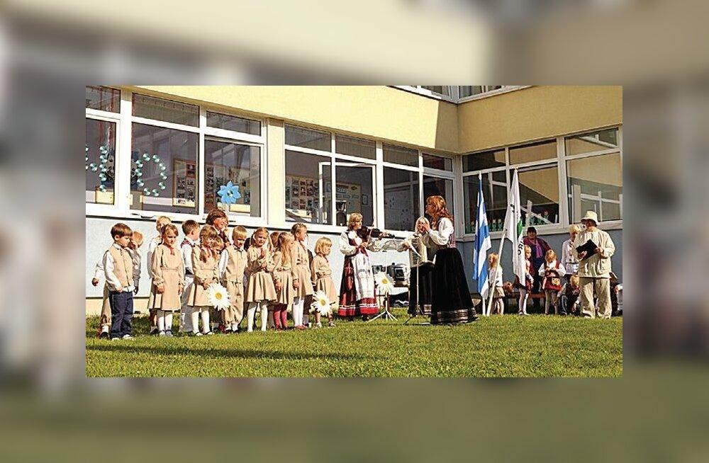 Lasteaias Vesiroos tähistati 40. sünnipäeva