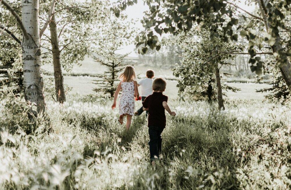 Tüdrukud küpsevad kiiremini kui poisid, aga poisid jõuavad peatselt järgi ja rebivad ette. Kuidas kasvatada poega ja kuidas tütart?