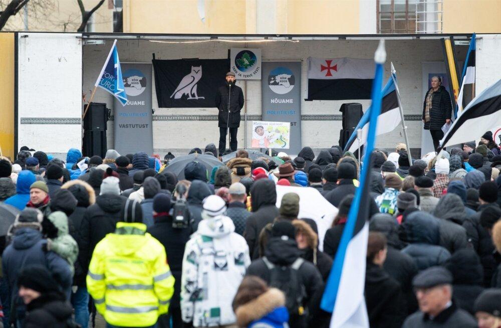 Meeleavaldus ÜRO rändeleppe vastu Vabaduse väljakul, kust üks juhtum ka politsei uurimise alla jõudis.
