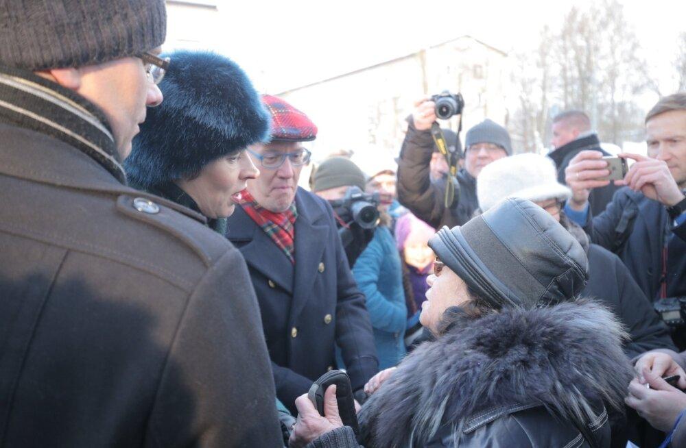 """Керсти Кальюлайд говорила в Нарве и по-русски. """"Значит, у старых людей проблем нет?"""""""