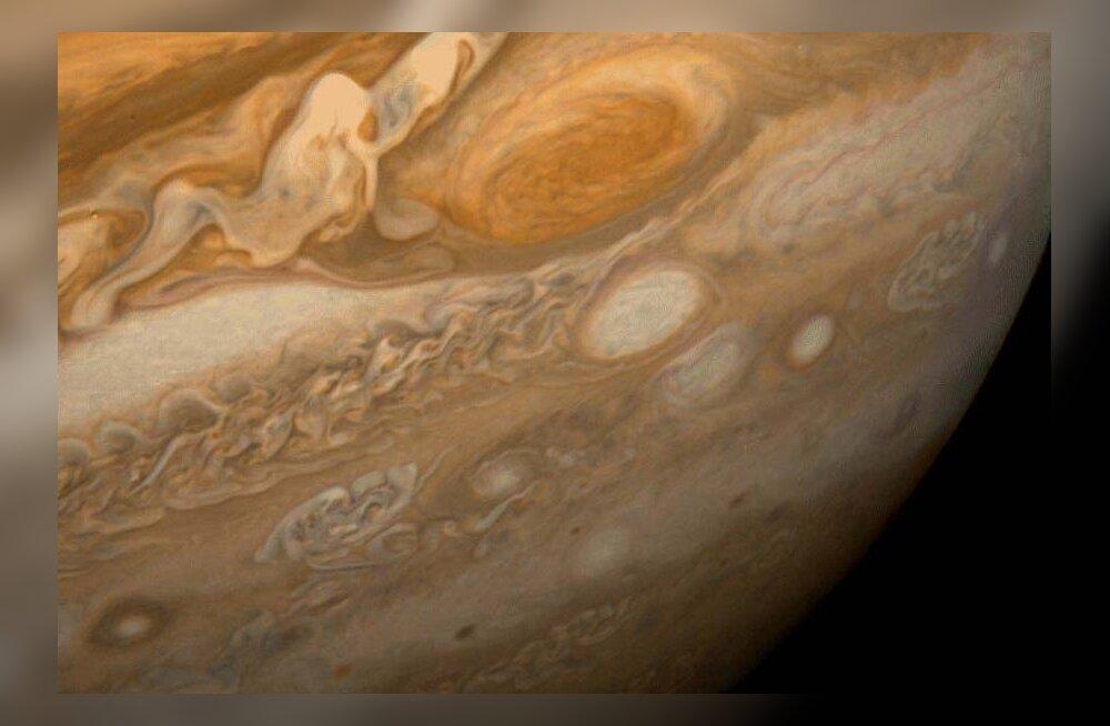 Jupiteri orbiidil liigub veider vales suunas tiirlev asteroid
