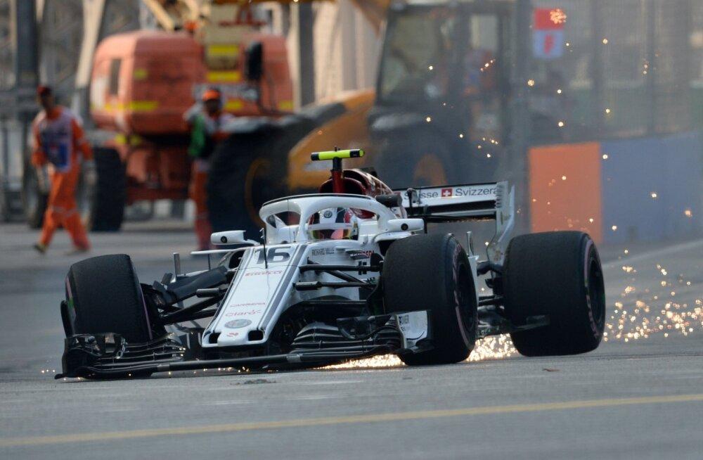 VIDEO | Räikköneni Ferrarist välja puksiv Leclerc sõitis Singapuri treeningul seina