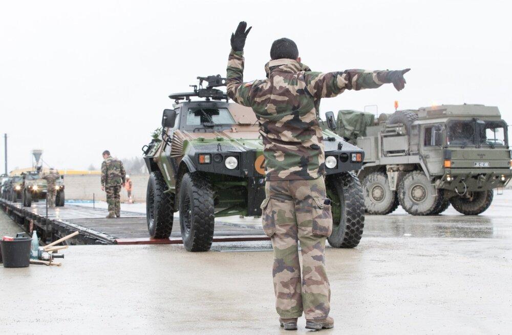 Prantsusmaaga on Eestil väga hea sõjaline koostöö. Fotol saabuvad Prantsuse lahingumasinad Tapale.