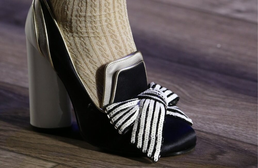 Tommy Hilfiger seob daamiliku kinga ja tütarlapselikult õrna soki võrratuks koosluseks.