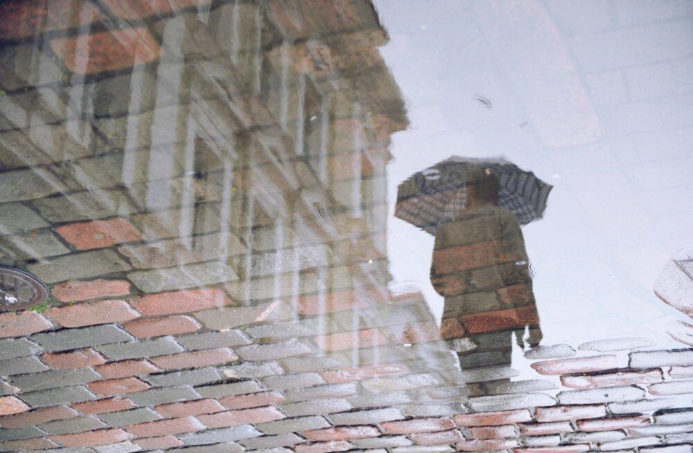 Presidendi vastuvõtt Kadriorus möödub vihmavarjude all? Ilmaprognoosi kohaselt on tänane päev pealinnas vihmane, mujal Eestis on oodata ka äikest
