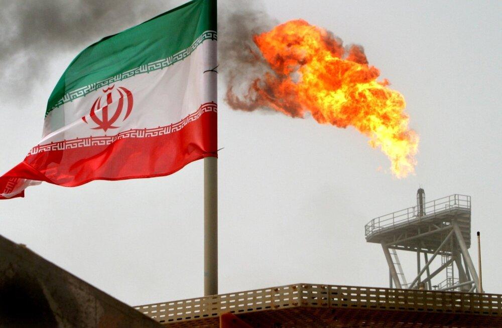 Nafta puurtorn Iraani lipu taustal