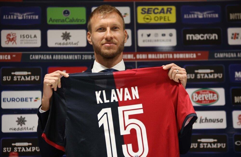 Ragnar Klavan Cagliari Calcio särgiga.