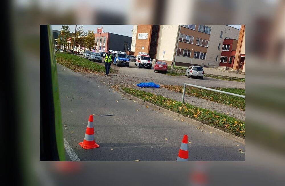 Водителя, наехавшего в Нарве на пешехода, в результате чего тот погиб, взяли под стражу
