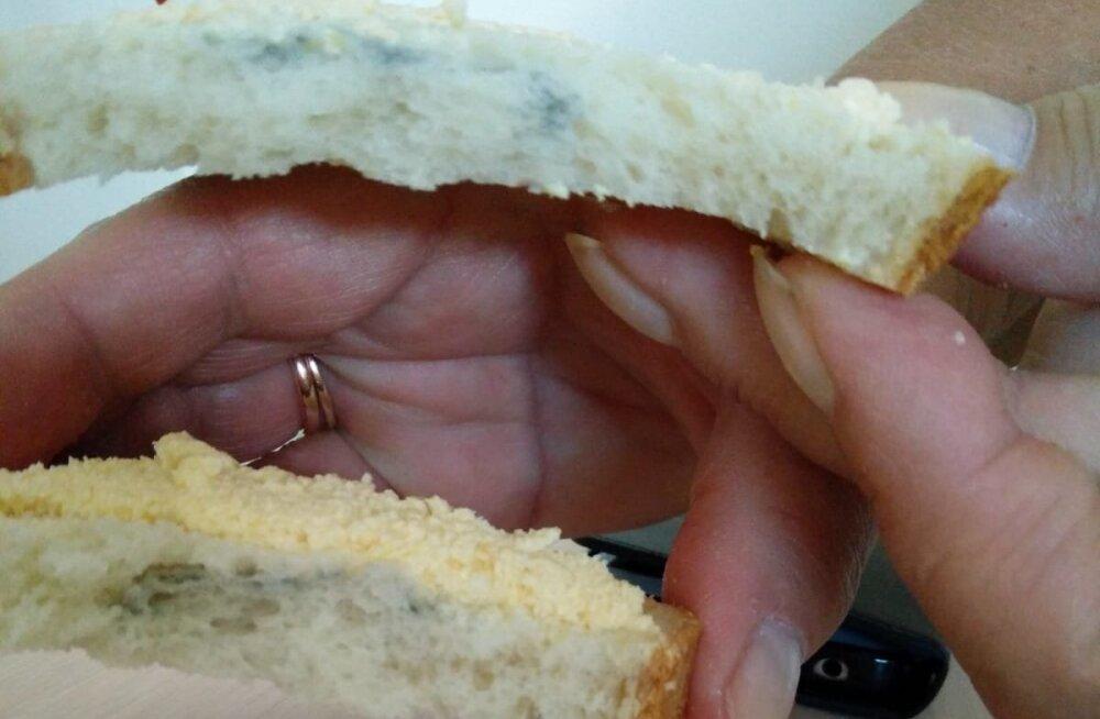 ФОТО: Булка с плесенью? Предложенная в Ида-Таллиннской центральной больнице еда шокировала молодую мать