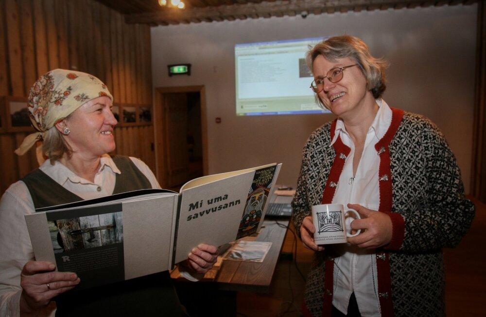 Vägevad saunanaised Eda Veeroja vasemal ja Külli Eichenbaum 2013. aastal, mil suitsusaun veel unistas UNESCO nimekirja pääsemisest