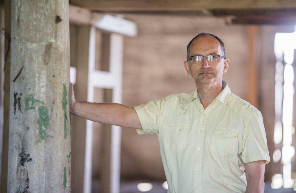 Tudulinna köstrite järeltulija Lauri Väinmaa tahab vana puukiriku taastada kultuuri- ja kontserdikeskusena.