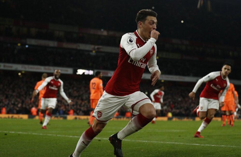 Mesut Özil juuebldab