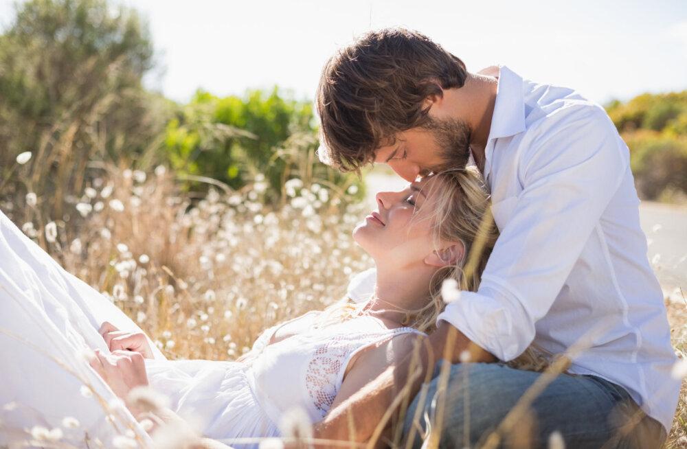Kolmanda silma suudlus: suudlus laubale jagab väge, energiat ja armastust