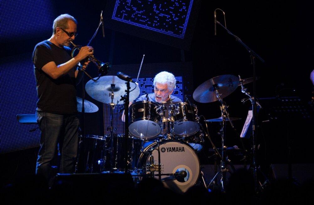 Steve Gadd Band tõi oma džässitaatidest koosneva bändiga Jazzkaarele peaasjalikult bluusis kulgeva, ent joviaalse helirännaku.
