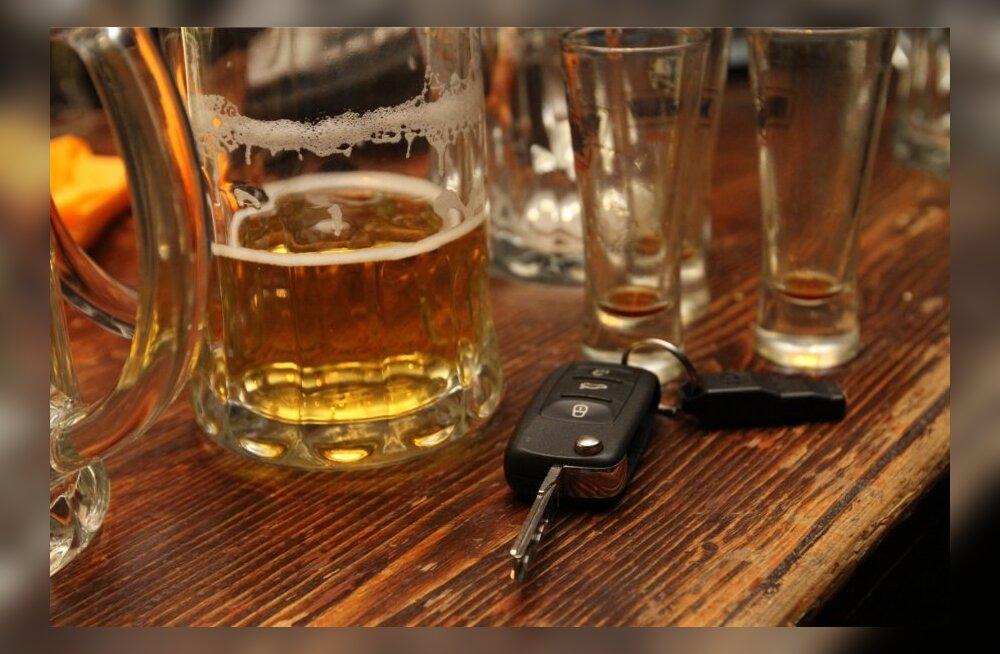 20ndates naine pihib: mina olen üks neist liiklushuligaanidest, kes on jaanilaupäeval purjuspäi autorooli roninud ja isegi avarii põhjustanud
