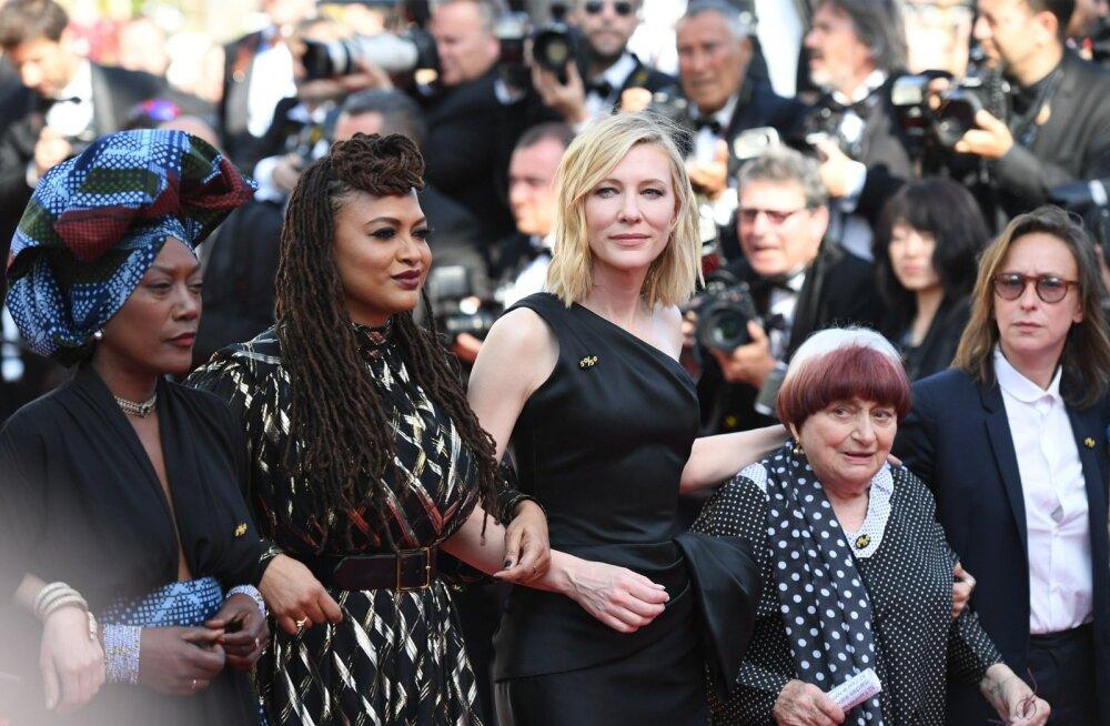 Cate Blanchetti juhtimisel toimus 12. mail vaikne meeleavaldus: naisfilmitegijad jalutasid käsikäes Cannes'i peahoone treppidel poolele maale näitamaks, kui palju raskem on naistel neid treppe läbi käia.