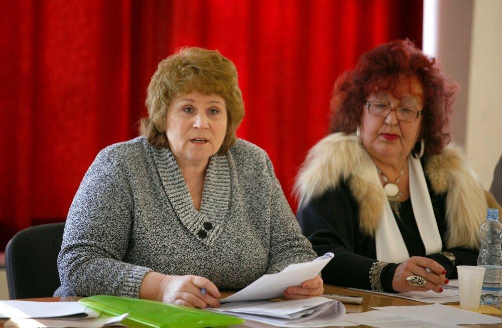 Anne Seimar (vasakul) 2011. aastal